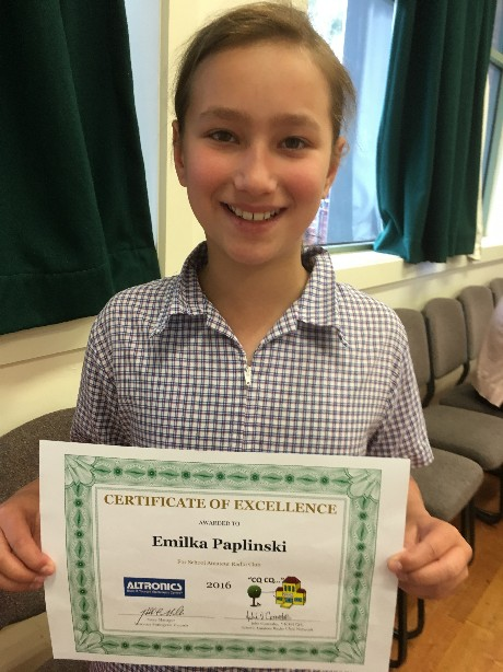 Emilka receiving her excellence award
